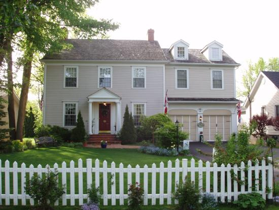 Duncan-Quinn House: Front view of house