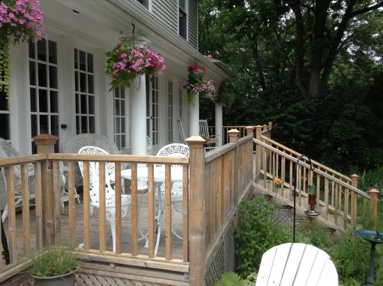 Duncan-Quinn House: Veranda for guest use