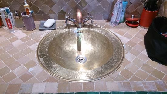 Villa Amira et SPA: En el cuarto de baño, grifería labrada.