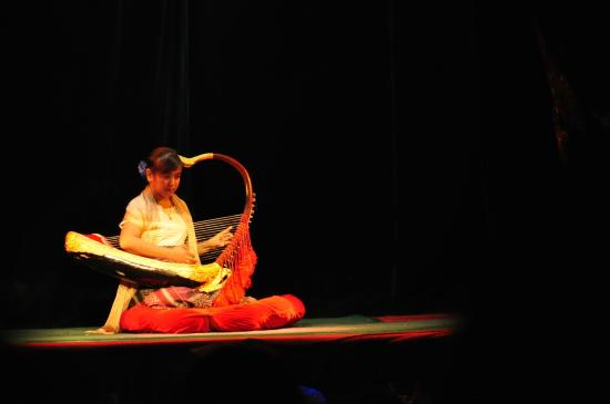 Mandalay Marionettes Theater : Harpist