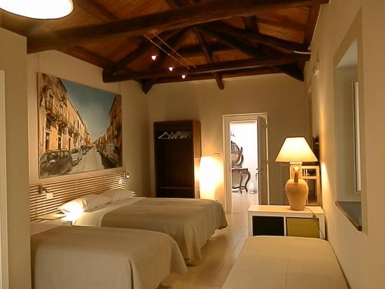 B&B Re Umberto: camera con cucina e terrazzino per quattro persone in b&b