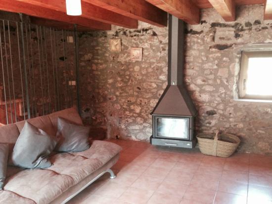 Salón de tv y sofás - Picture of Casa Rural El Callis, La Vall de ...