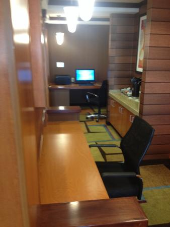 Fairfield Inn & Suites Clovis: Business center with coffee