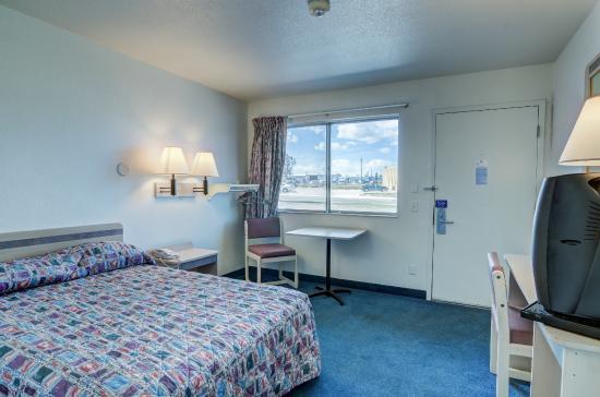 Motel 6 Cheyenne: Guest Room