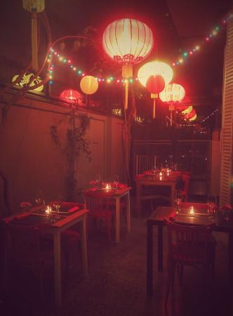 Sunae Asian Cantina: an outside hall