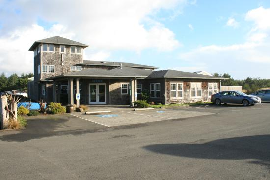 Lighthouse Oceanfront Resort : Main Lodge