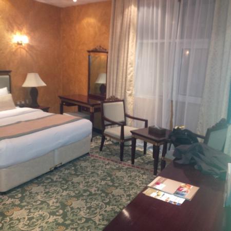 Golden Tulip Thanyah Hotel Apartments: master suite