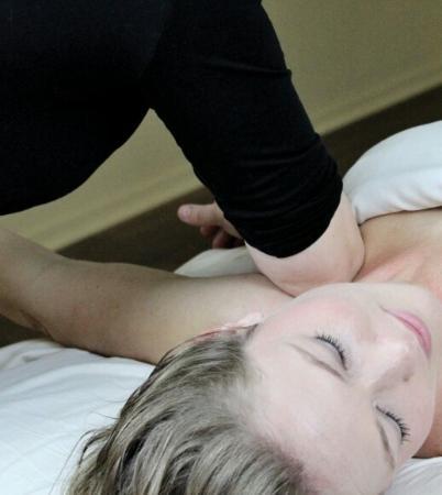 Natural Wellness Massage: Deep Tissue for neck pain relief!