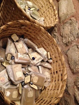 Çemberlitaş Hamamı: صابون من زيت الزيتون