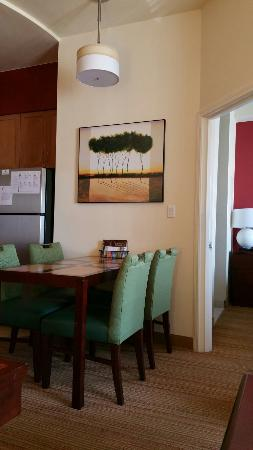 Residence Inn Albuquerque Airport: Dining area