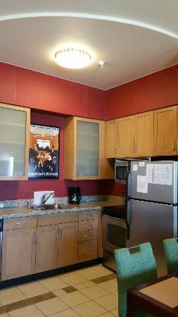 Residence Inn Albuquerque Airport : Kitchen