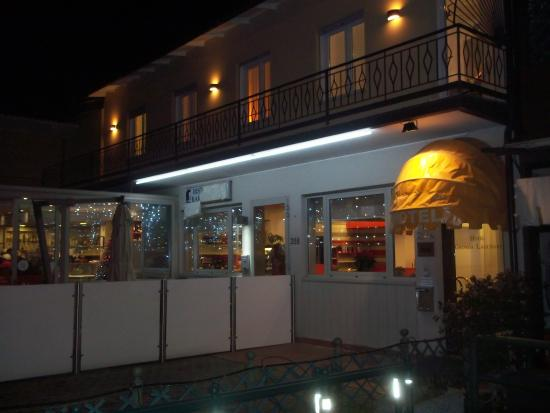 Hotel Gronda Lagunare: notturna esterna