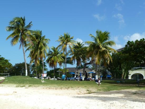 Ocho Rios Bay Beach: Comfortable sitting area