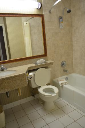 Quality Inn: New Renovated Bathrooms
