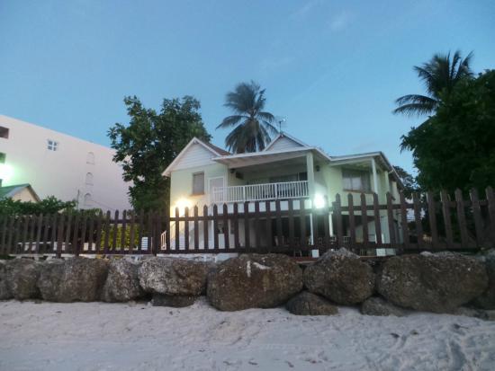 Maxwell Beach Apartments: Casa vista dalla spiaggia