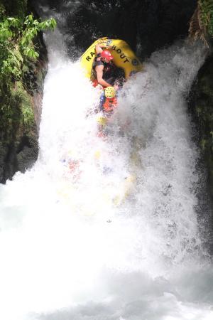 Raftabout Rotorua : 7m waterfall...what a rush!!