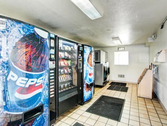 Motel 6 Denver - Airport: Vending