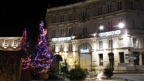 Hotel François Premier : Hotel front with Christmas decorations in the square.