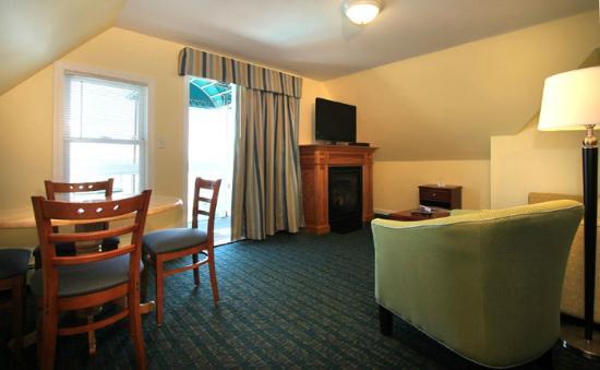 Sea Cliff House Motel: Penthouse Suite Living Room