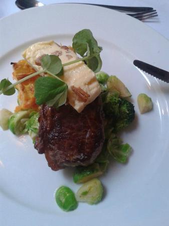 Restaurant Zeleste : Main course (steak with chanterelles butter)