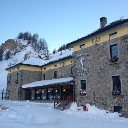 Hotel Maison de Neige: Perched high on the mountain
