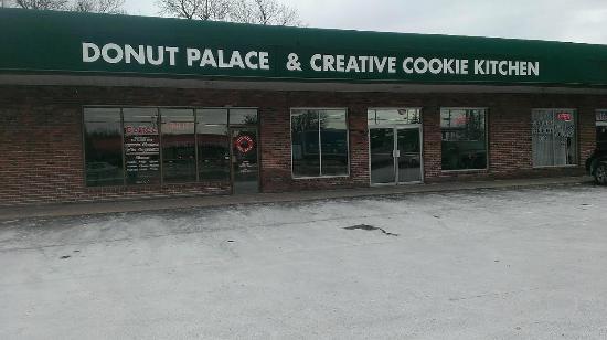 The Donut Palace, exterior