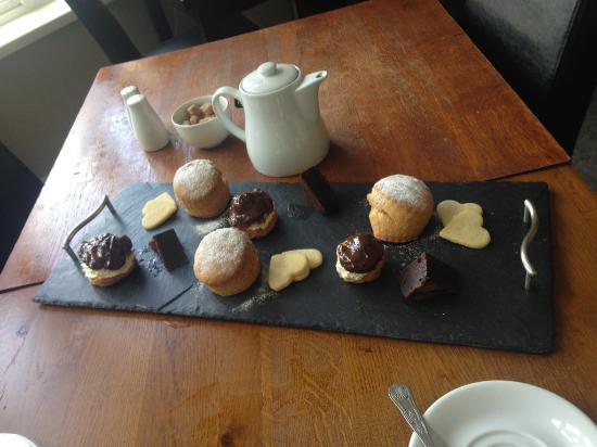 Llechwen Hall Hotel and Restaurant: Afternoon tea