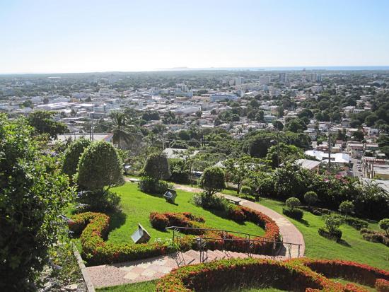 El Museo Castillo Serralles: Gardens and city view