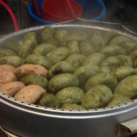 Seogwipo Maeil Olleh Market : 쑥 찐빵(ヨモギ蒸しパン)