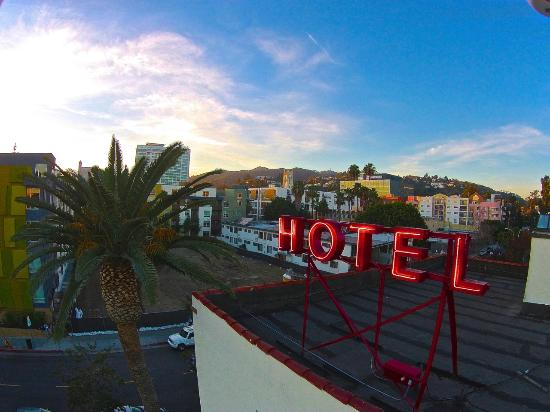 Hollywood Tourz Visit Famous Movie Locations Such As The Pretty Woman Hotel