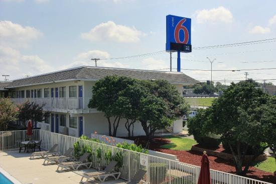 Motel 6 Austin North: Exterior