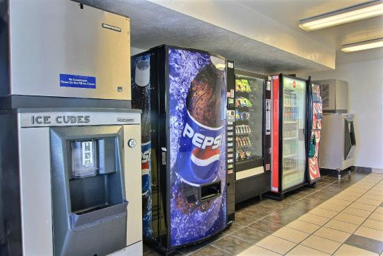 Motel 6 Austin North: Vending