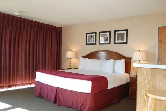 Inn at the Convention Center: King View Room