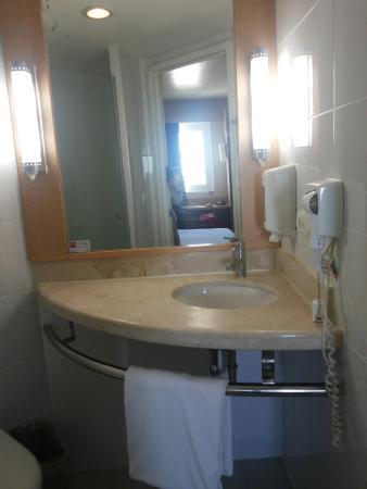 Hotel Ibis Merida: Bathroom