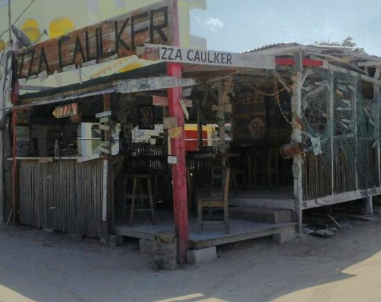 Pizza Caulker : Quaint little pizza joint in the middle of paradise