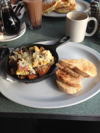 Triple D's Diner: Mushroom Breaky skillet