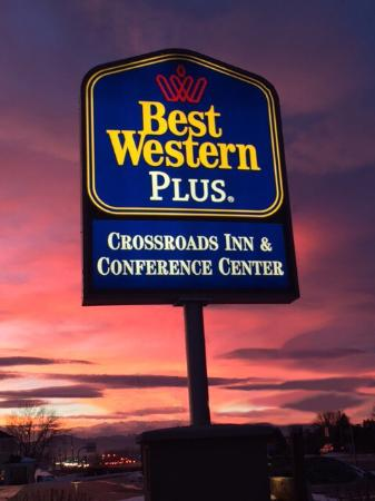 Best Western Plus Crossroads Inn & Conference Center: Great views driving by the BWP Loveland