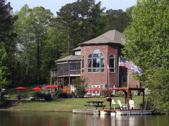 Bama Lakeside Retreat