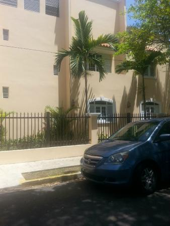 Mont Caribe Guesthouse: Houses on the way to the beach