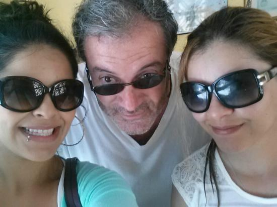 Mont Caribe Guesthouse: Fernando and us on our last day!!