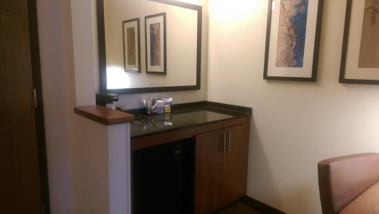 Hyatt Place Salt Lake City - Downtown: Sink area is part of the room