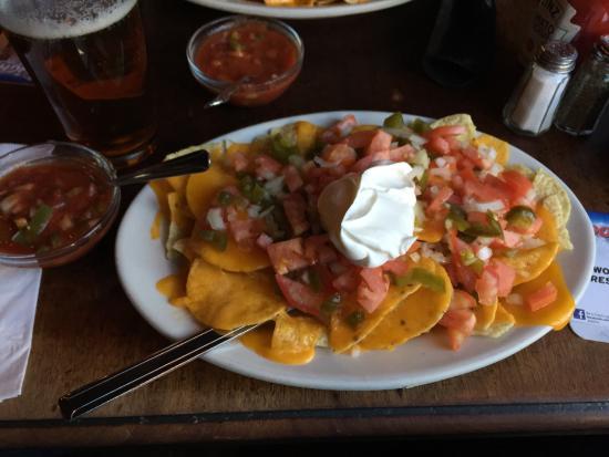 Broome Street Bar : Super Nachos