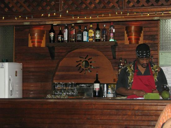 Jungle Love Cafe: Shot of the small bar and the owner!!!