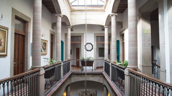 Luna Hotel: Vista de los pasillos que dan a las habitaciones
