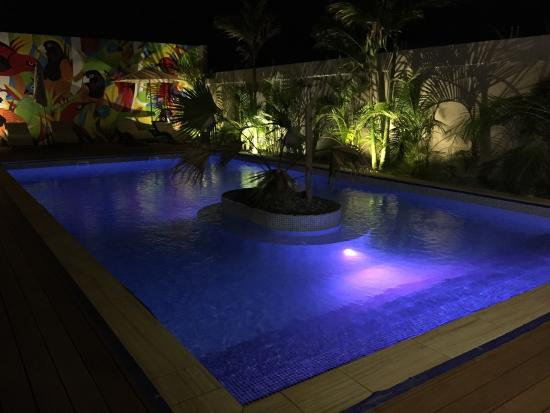 The Espiritu : Pool by night
