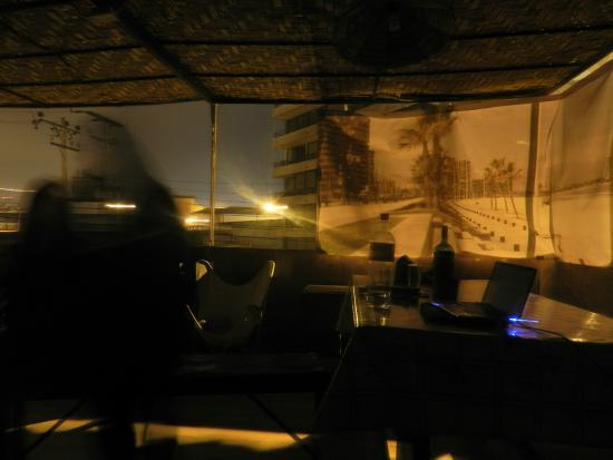 Uma Jaqi Surf Hostal: terraço