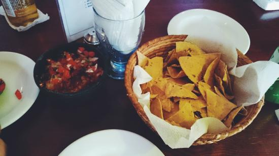 The General's Sports Bar & Restaurant : Chips and Salsa