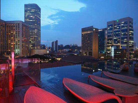Naumi Hotel Rooftop Infinity Pool Bar