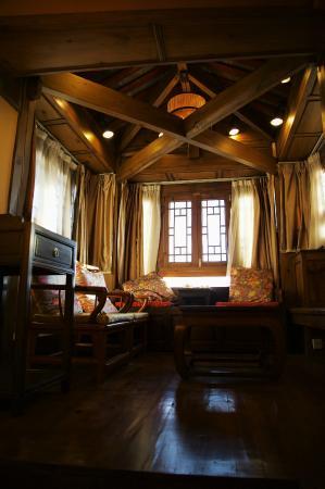 "Zen Garden Hotel (Lion Mountain Yard): ""secret chamber"" of tea and views in the room"