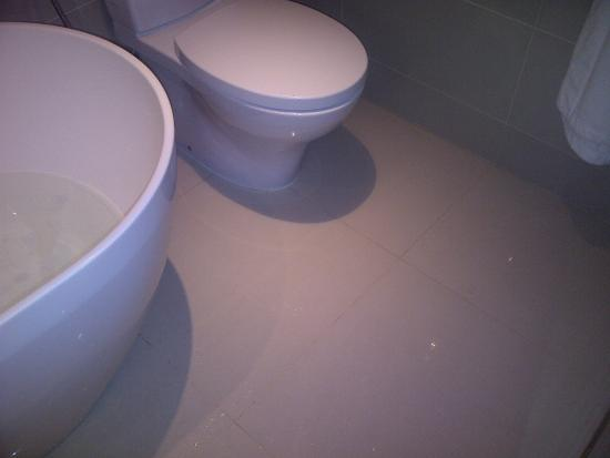 Bath tub leak picture of sheraton bandung hotel towers for Leaked bathroom photos